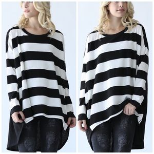 Tops - Just Arrived 🎀 Black and White Striped Top